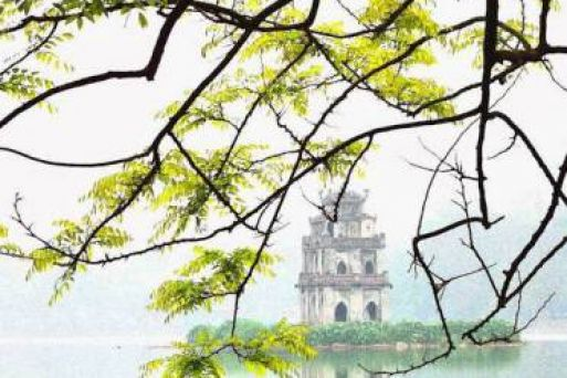 Walk around Hoan Kiem Lake